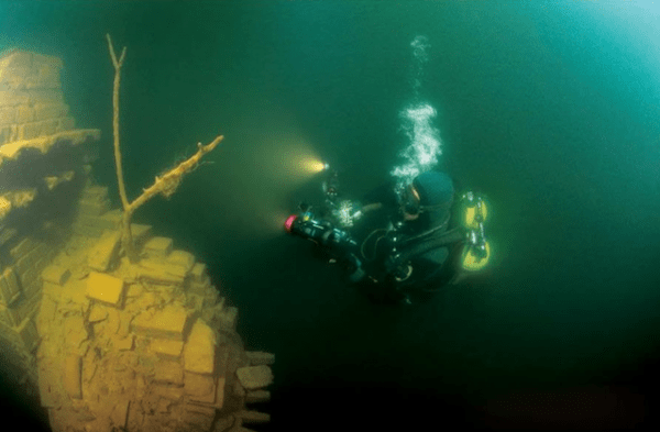 lost-city-shicheng-found-underwater-in-china-4-600x393 Shi Cheng, la città sommersa