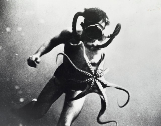 Jacques Coustea with octopus 1 - Il Capitano Jacques Cousteau: 30 immagini per ricordarlo