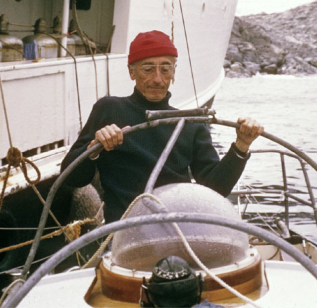 Jacques Cousteau at helm - Il Capitano Jacques Cousteau: 30 immagini per ricordarlo