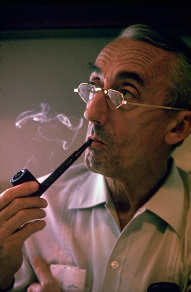 Jacques Cousteau smoking pipe - Il Capitano Jacques Cousteau: 30 immagini per ricordarlo
